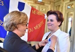 Anne Marie Quéméner recibe la medalla de Caballero de la Orden Nacional al Mérito