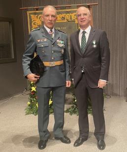 AXON COMUNICACION, La Guardia Civil condecora al presidente del Colegio de Asturias